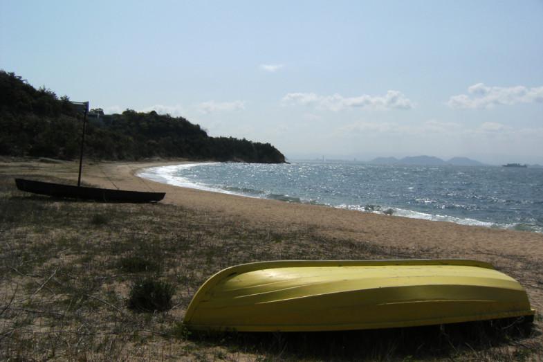 黄色と黒のボート