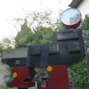 """フリーデンスライヒ・フンデルトヴァッサー / 21世紀カウントダウン時計 """"21st Century Clock Monument"""""""