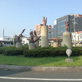 豊川駅前モニュメント