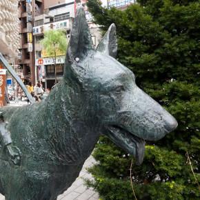乙女と盲導犬の像
