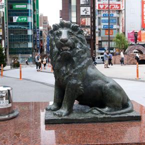 愛のライオン像