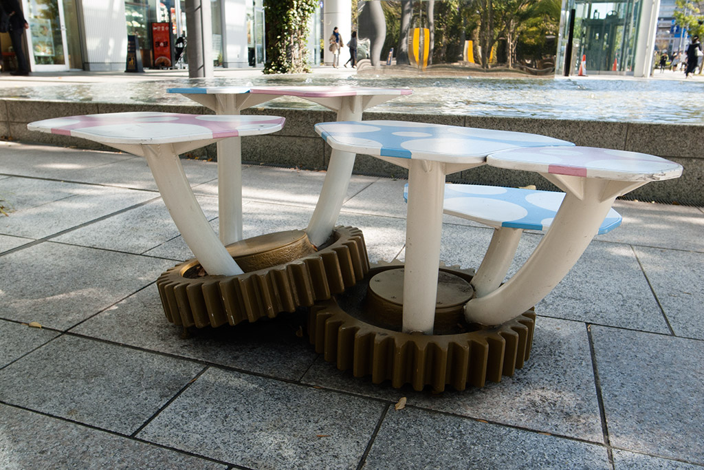 http://at-art.jp/wp-content/uploads/2015/10/toyosu_stool1.jpg