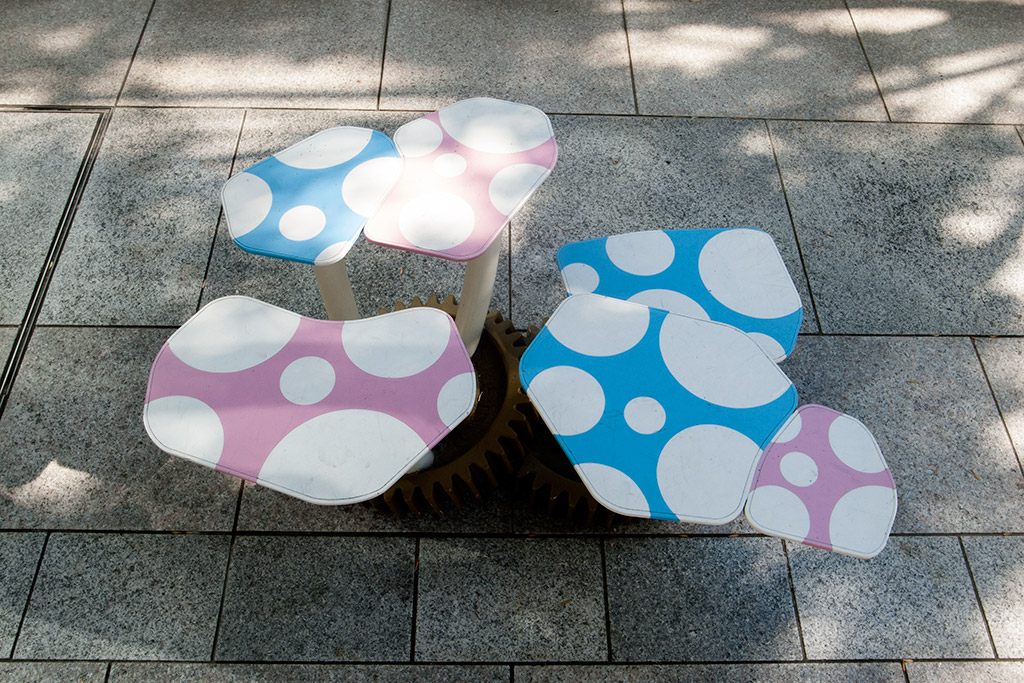 http://at-art.jp/wp-content/uploads/2015/10/toyosu_stool2.jpg