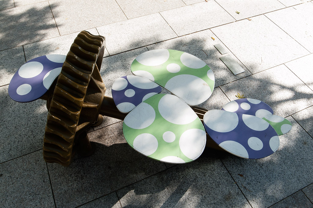 http://at-art.jp/wp-content/uploads/2015/10/toyosu_stool3.jpg