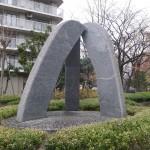 3つの石のモニュメント