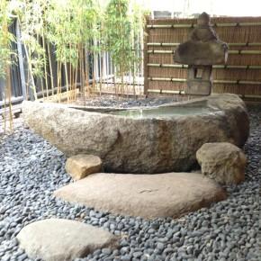 """石船/長明燈 """"Moon-shaped stone boat"""""""